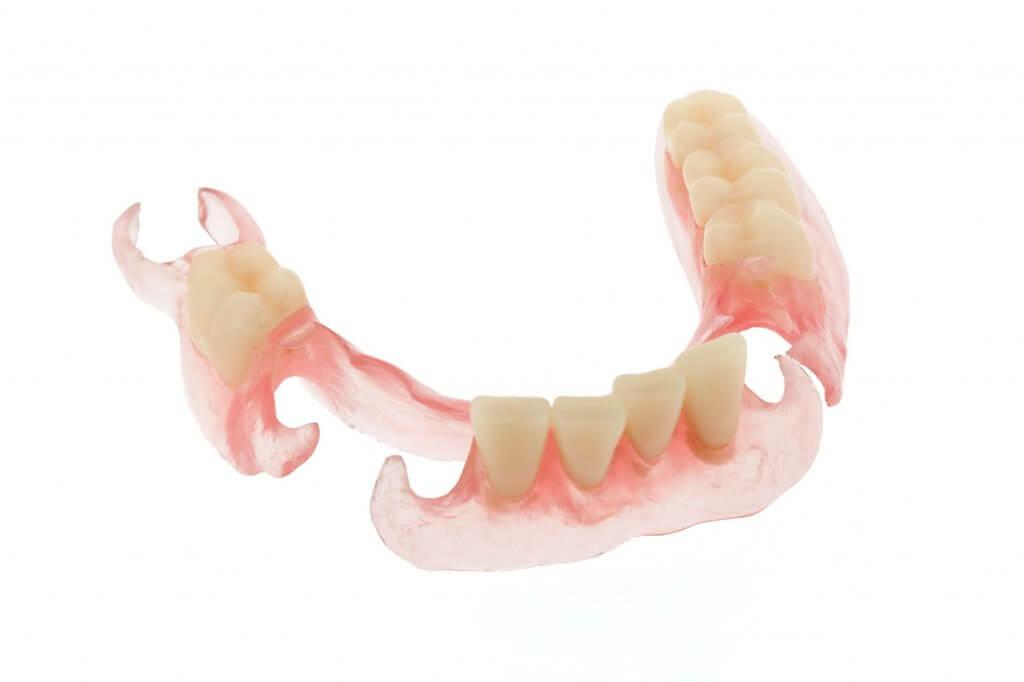 """Установка эластичного зубного протеза в Стоматологии """"Бюро 32"""""""