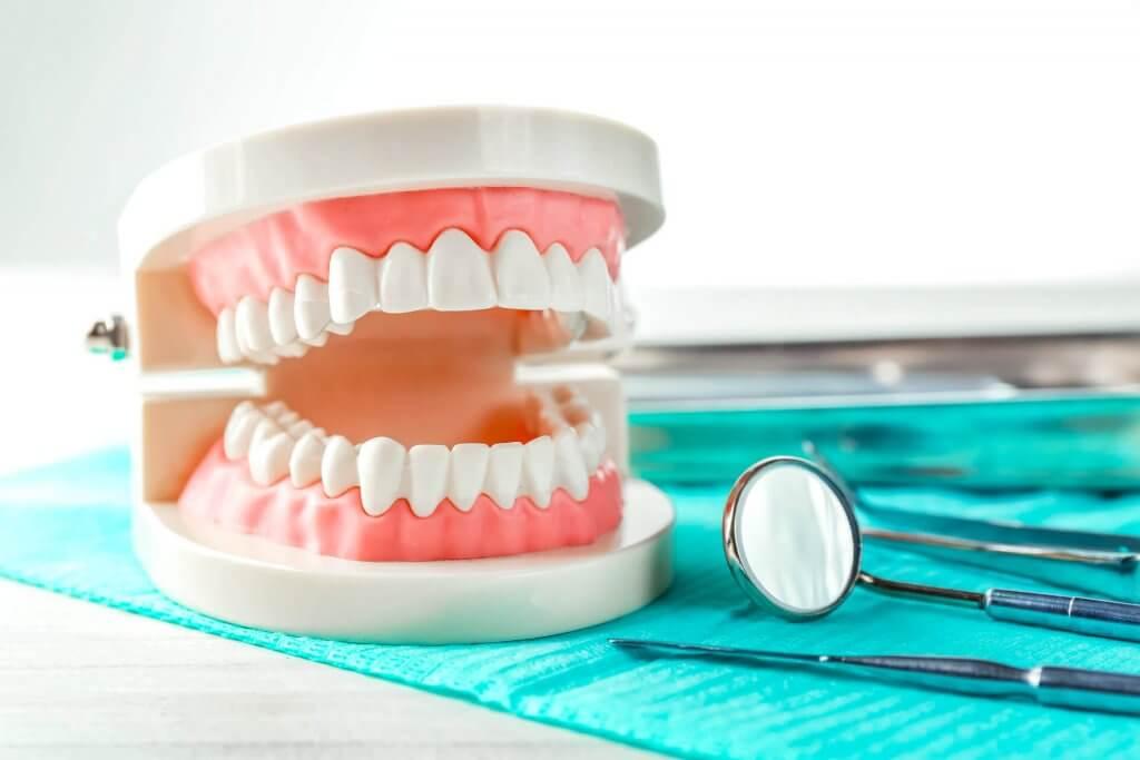 """Установка зубных протезов в Стоматологии """"Бюро 32"""""""