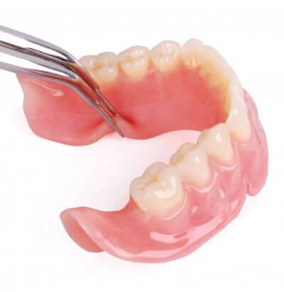 Установка акриловых зубных протезов в Стоматологии Бюро 32