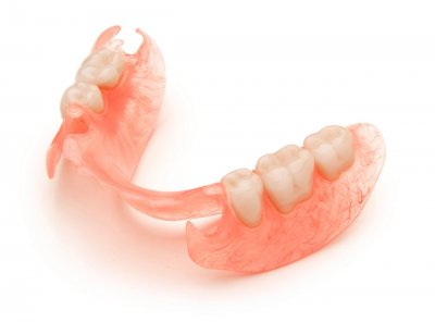 Установка полиуретанового зубного протеза в Стоматологии Бюро 32